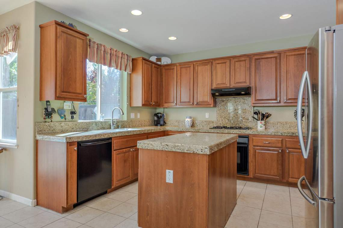1181 Fergusen Way Folsom CA-large-011-23-Kitchen-1500x1000-72dpi