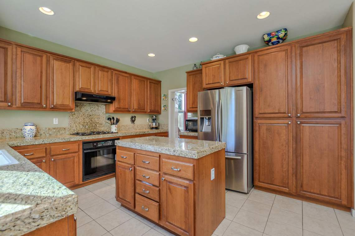 1181 Fergusen Way Folsom CA-large-012-21-Kitchen 2-1500x1000-72dpi