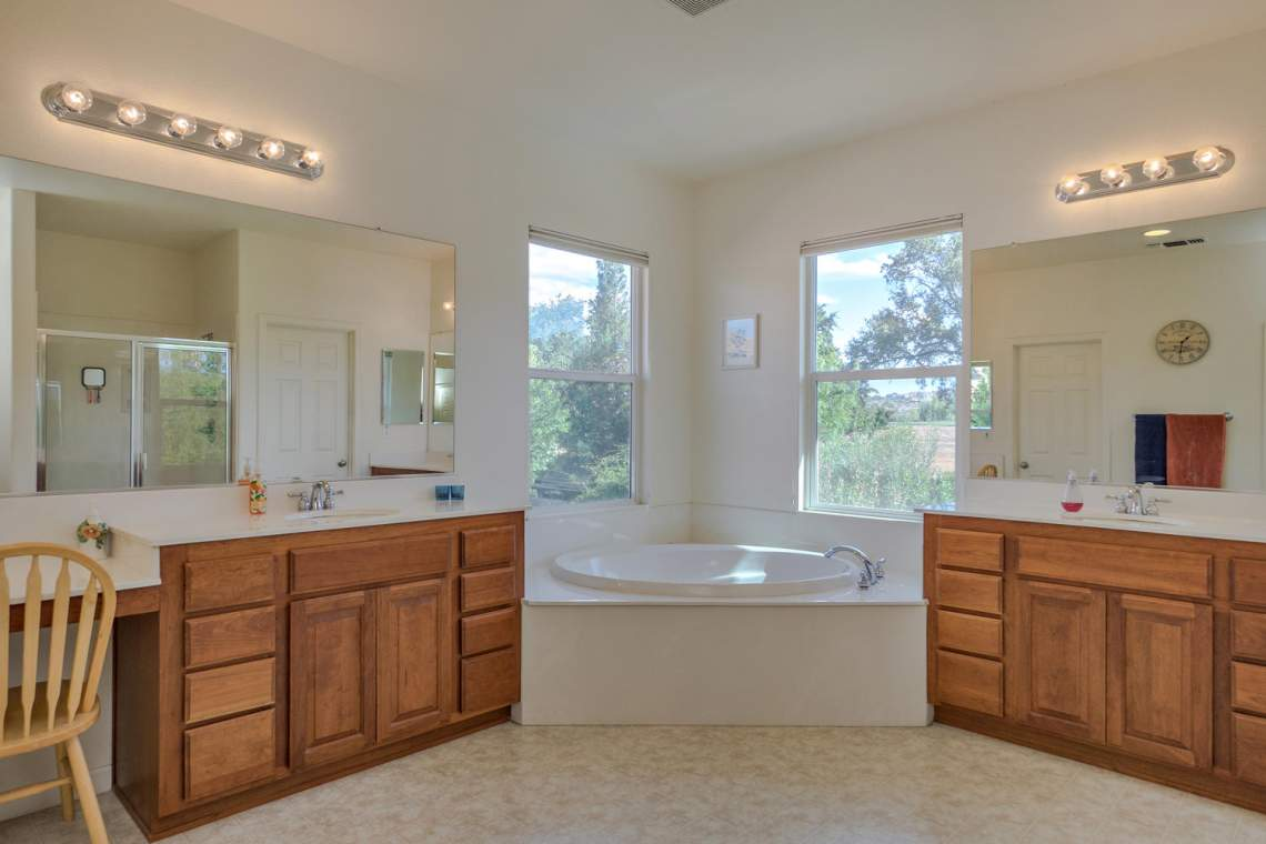 1181 Fergusen Way Folsom CA-large-015-9-Master Bathroom-1500x1000-72dpi