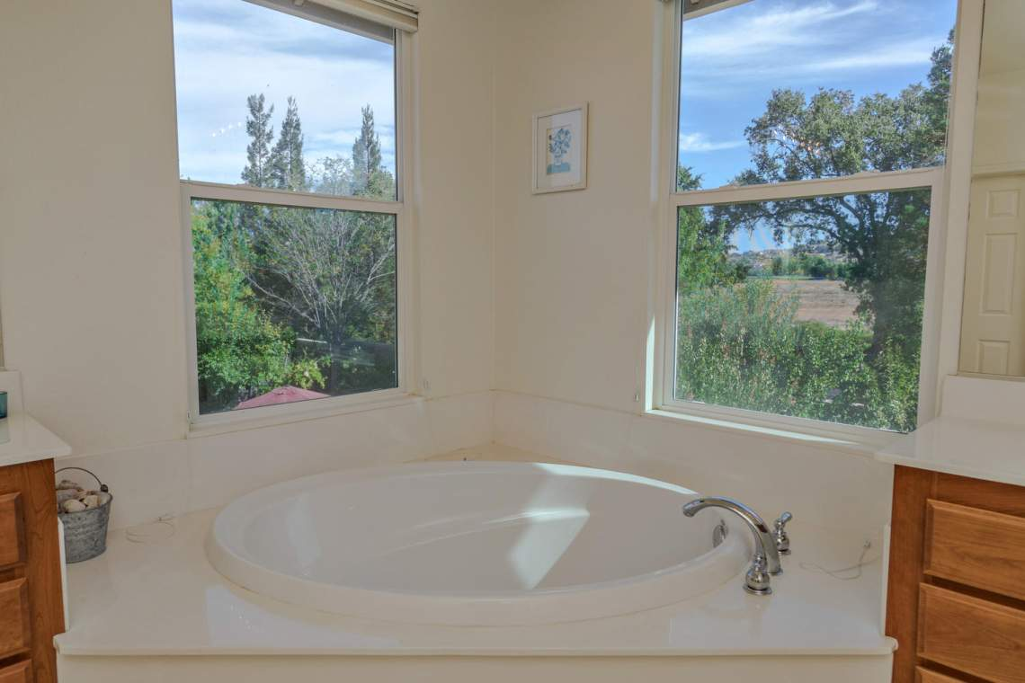 1181 Fergusen Way Folsom CA-large-016-16-Master Bathroom 2-1500x1000-72dpi