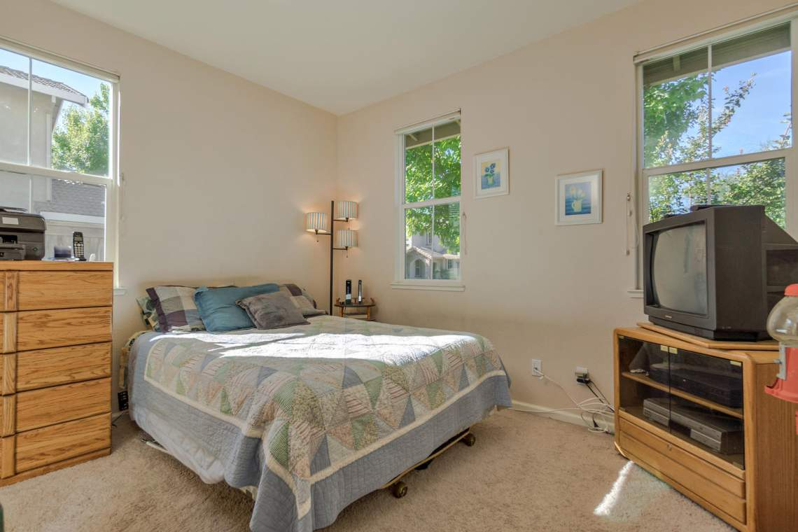 1181 Fergusen Way Folsom CA-large-017-22-Bedroom-1500x1000-72dpi